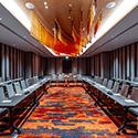 มีห้องประชุมจำนวน 14 ห้องเพื่อรองรับการประชุมได้ตั้งแต่ 20 ถึง 200 ที่นั่งหรือสามารถรวมเป็นห้องใหญ่เพื่อจุคนได้สูงสุดถึง 520 ในรูปแบบ เธียเตอร์สไตล์